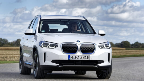 Novo BMW iX3.